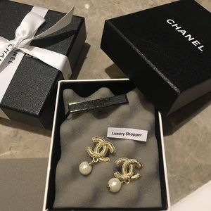 CHANEL classic elegant earrings